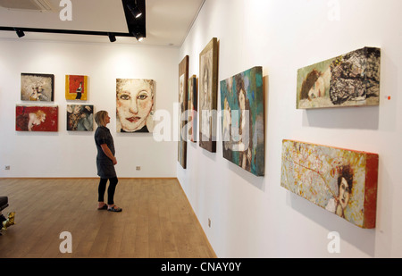 France, Haut Rhin, Mulhouse, art gallery Courant d'Art (exhibition of paintings by Marlis Albrecht), 10 Street of - Stock Photo