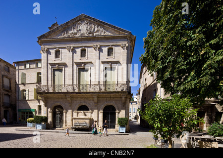 France, Herault, Pezenas, Hotel des Consuls Mansion in Place Gambetta and its fountain - Stock Photo