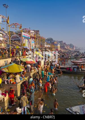 India, Uttar Pradesh, Varanasi, Pilgrims bathing and praying in the Ganges River - Stock Photo