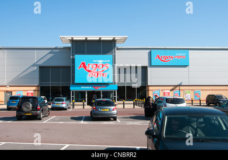 Staples retail storefront sign stock photo royalty free image 60483395 alamy - Storage staples corner ...
