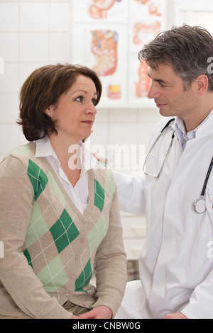 Female outpatient in conversation with the doctor - Stock Photo