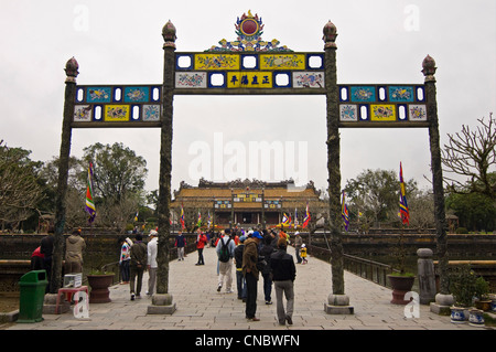 Horizontal view of Trung Dao (Central Path) Bridge and Dien Thai Hoa (Palace of Supreme Harmony) at the Citadel - Stock Photo