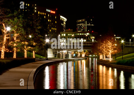 ... Christmas Lights at night along the Woodlands Waterway in The Woodlands  Town Center, The Woodlands - Christmas Tree At Night In The Woodlands, Texas Stock Photo