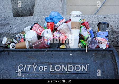 A overflowing litter bin in the City of London, England. - Stock Photo