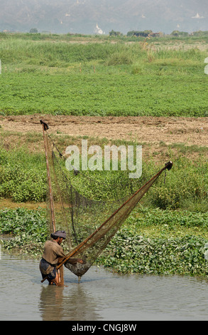 Burmese fishermen using nets in ponds at the banks of the  Irrawaddy between Mandlay and Sagaing, Burma. Myanmar - Stock Photo