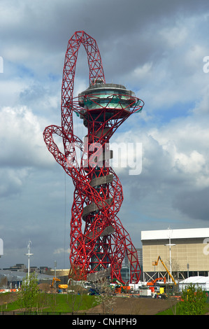 Anish Kapoor's Arcelormittal Orbit at the London 2012 Olympic Park, with the 2012 Aquatic Centre shown in the background