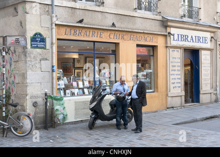 Persons in front of Jewish bookshop in Paris - Stock Photo