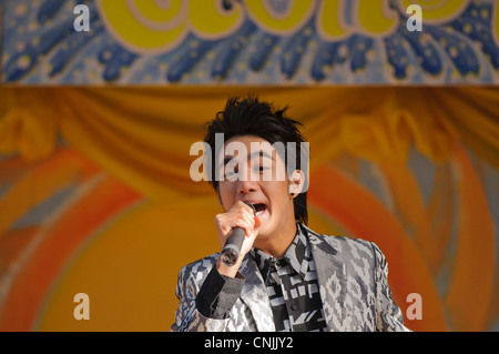 London, UK. To celebrate Songkran, Thai New Year, a performer sings a Thai pop song. - Stock Photo