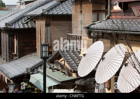 Sannenzaka Slope and the shops and tourists, near Kiyomizudera Temple, in Kyoto, Japan - Stock Photo
