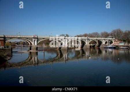 richmond lock bridge richmond surrey england - Stock Photo