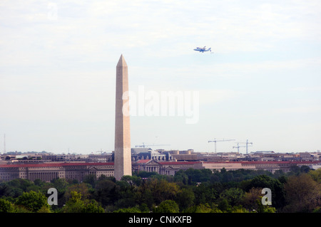 Space shuttle Discovery flies over Washington, D.C. on it's way to the Smithsonian National Air and Space Museum's - Stock Photo