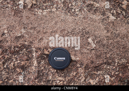 A finer grained granitic material intruding a coarser grained host granite as a dyke at Wave Rock, Hyden, Australia. - Stock Photo