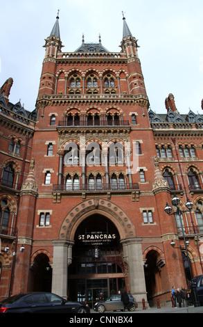 The St Pancras Renaissance Hotel in London - Stock Photo