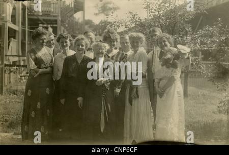 Circa 1900 photograph, late Victorian-era extended family posing. - Stock Photo