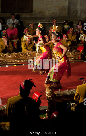 The legong dance is one of Ubud's finest performances. In a charming display of grace, rhythm and the beauty of - Stock Photo