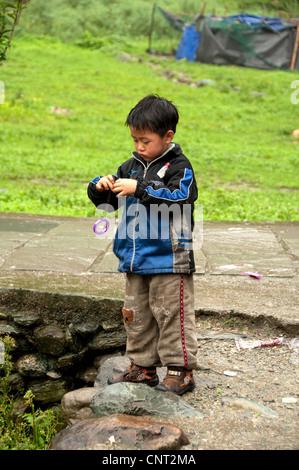 Chinese kid playing with a yo-yo - Stock Photo