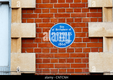 A blue plaque marks the site of H G Wells' birth - now Primark in Bromley High Street. - Stock Photo