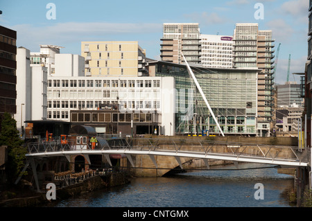 The river Irwell between Salford (left) and Manchester (right) with the new Spinningfields footbridge in foreground. - Stock Photo