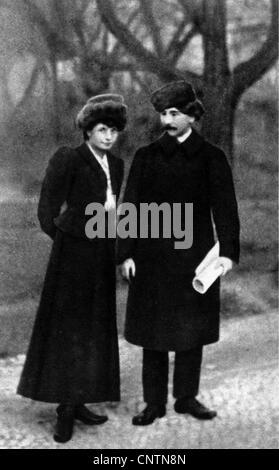 Hasek, Jaroslav, 30.4.1883 - 3.1.1923, Czech author / writer, full length, with his wife Jarmila Haskova, 1908, - Stock Photo
