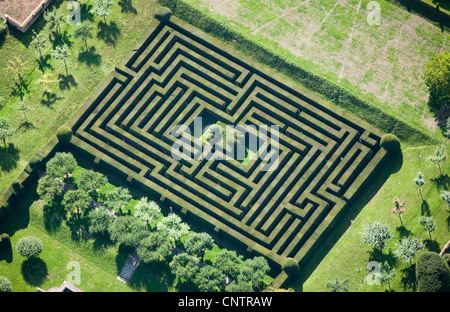 Aerial view of hedge maze - Stock Photo