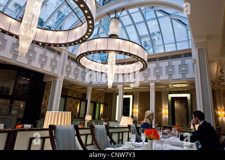 Europe England London, the afternoon tea hall of the Lanesborough hotel in Hide Park corner - Stock Photo