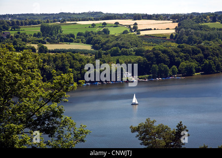 view at lake Baldey with sailing boats surrounded by fields, Germany, North Rhine-Westphalia, Ruhr Area, Essen - Stock Photo