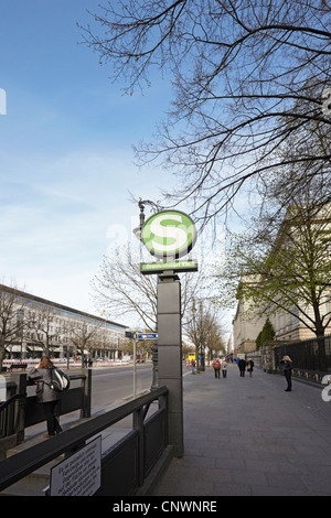 Berlin Unter Den Linden S Bahn sign Brandenburger Tor station - Stock Photo