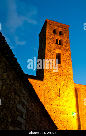 Santa Maria del Castillo church, night view. Buitrago del Lozoya, Madrid province, Spain. - Stock Photo