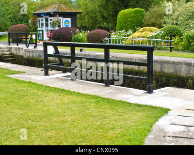 Buscot Lock, the smallest on the river Thames at Buscot Weir, Oxfordshire, England, UK - Stock Photo