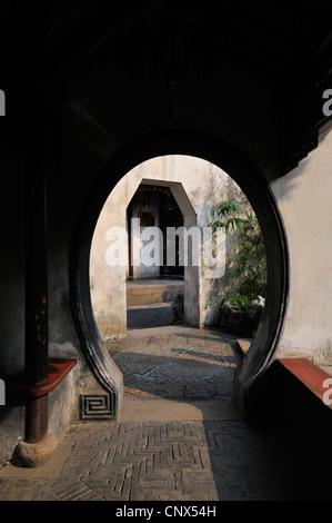 Moongate in a quiet corner of YuYuan Gardens, Shanghai, China - Stock Photo