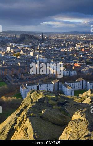 view over Edinburgh city centre from Salisbury Crags, United Kingdom, Scotland, Edinburgh - Stock Photo