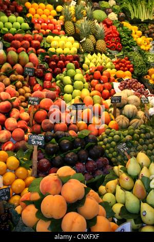 fruit and vegetables on a market, Spain, Katalonia, Barcelona - Stock Photo