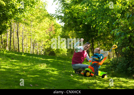A young mother introducing her curious toddler son to the beauty of nature, Cutteridge Wood, Devon, England. - Stock Photo