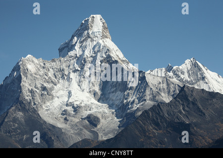 Mount Ama Dablam (6,812 m) in Khumbu region in the Himalayas, Nepal. View from Khunde village. - Stock Photo