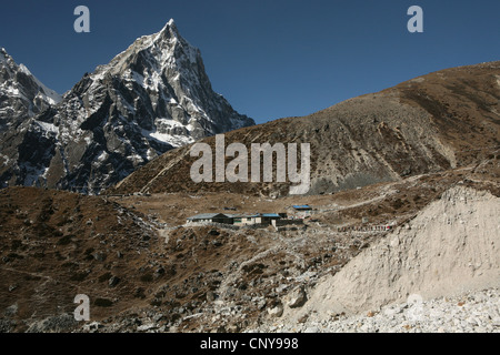 Mount Taboche (6,542 m) in Khumbu region in the Himalayas, Nepal. Thukhla village is seen in the foreground. - Stock Photo