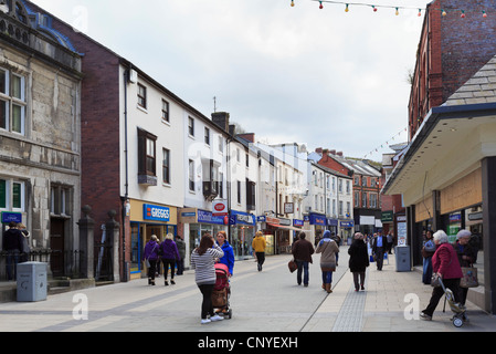 High Street, Bangor, North Wales, UK, Great Britain, Europe. Street scene with people in the city centre shopping - Stock Photo