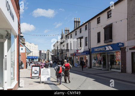 Street scene with people and shops in the city centre shopping precinct. High Street, Bangor, North Wales, UK, Britain. - Stock Photo