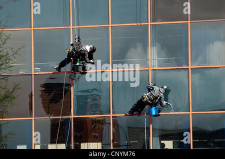 Window cleaners, Birmingham city centre, UK - Stock Photo
