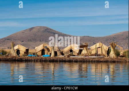 one of 42 floating islands on Lake Titicaca called 'Uros Islands', self-built of totora reeds by the Quechua or - Stock Photo