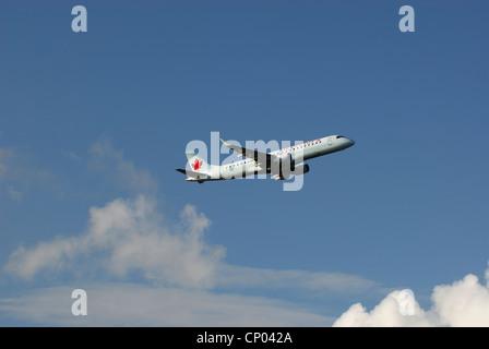Air Canada C-FHKA  Embraer ERJ 190 100/gw 190 AR flying. - Stock Photo