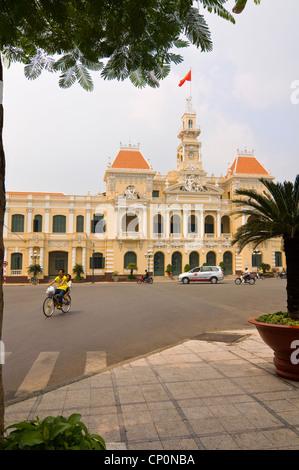Vertical view of the City Hall or Hôtel de Ville de Saigon, Trụ sở Ủy ban Nhân dân Thành phố Hồ Chí Minh, in Ho - Stock Photo