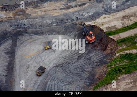 Suncor tar sands mine, Athabasca tar sands, Fort McMurray, Alberta, Canada. - Stock Photo