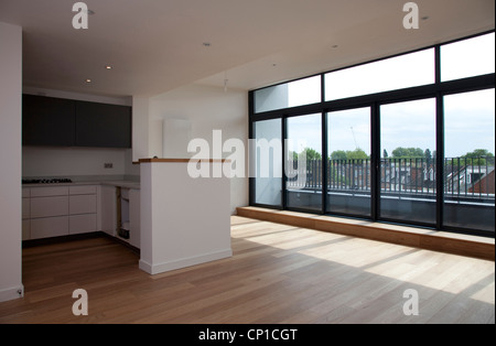 Large empty kitchen and living area, penthouse in Modern Apartments, Hampton Wick. - Stock Photo