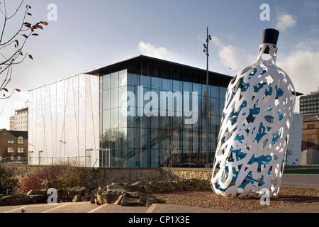 Middlesbrough Institute of Modern Art, outside with sculpture, Architects: Architects: Erik van Egeraat - Stock Photo