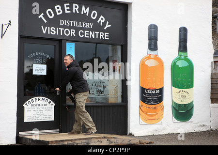 Man entering the Tobermory Distillery Centre in Tobermory on the Isle of Mull - Stock Photo