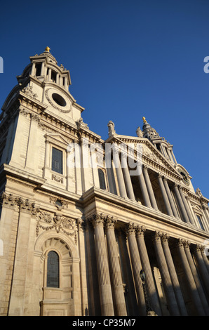Front view of St Paul's Cathedral - Stock Photo