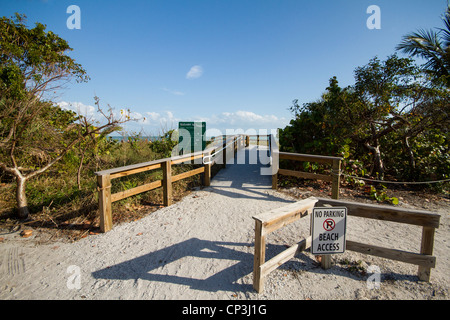 Beach access at Sanibel Island Florida - Stock Photo