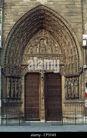 France - Ile-de-France - Paris. Cathedral of Notre Dame. Detail: Portal of St. Anne. - Stock Photo