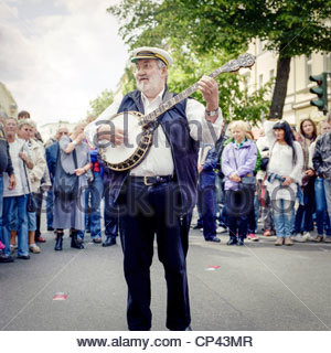 A musician plays a banjo at the Bergmannstraßenfest festival, Berlin, Germany - Stock Photo