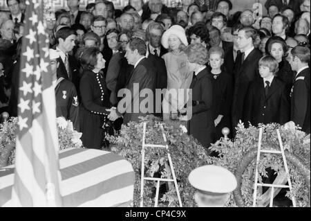 Lyndon Johnson funeral. President Nixon offering condolences to Lady Bird Johnson at LBJ funeral ceremonies inside - Stock Photo